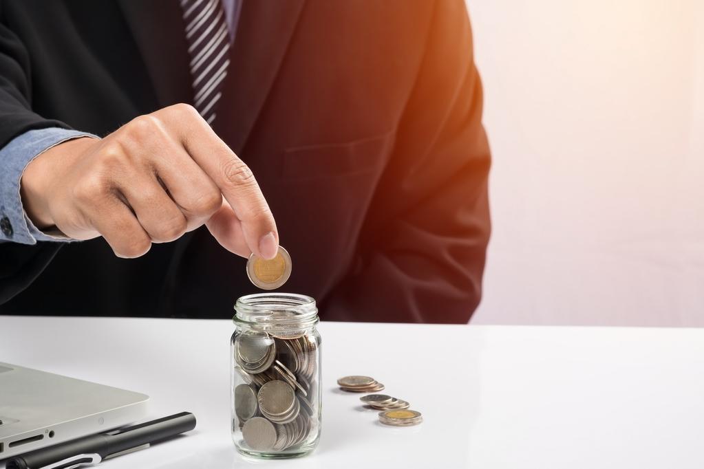 Fondo de ahorro Empresario aportando dinero